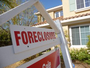 Foreclosure Sign in front of a house for Vacation Rental Scams